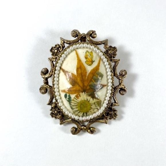 Vintage 1977 handmade dried floral brooch pendant